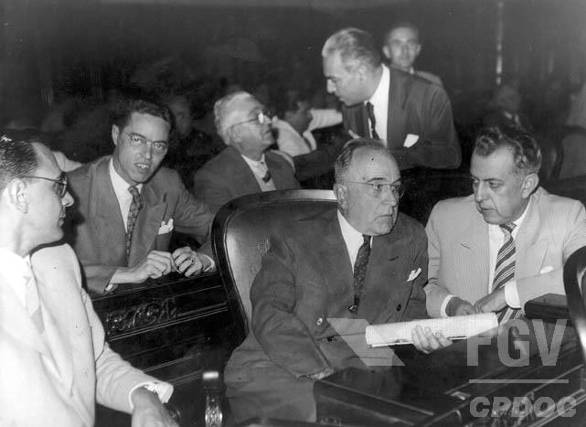 E7 Do Papel a Urna Eletrônica: A História da Evolução do Voto no Brasil